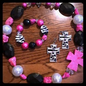 Jewelry - Hot pink & black jewelry set